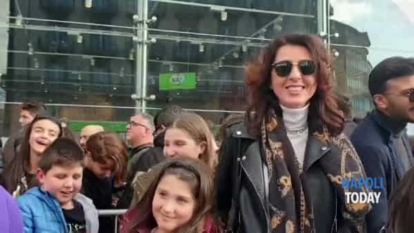 Elettra Lamborghini alla Feltrinelli, tantissimi fan in fila | VIDEO
