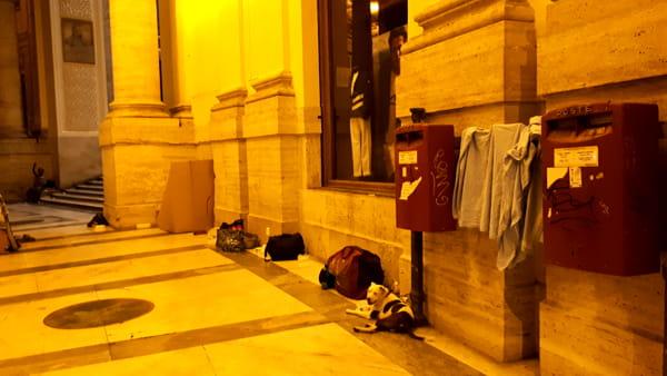 Panni stesi nella Galleria Umberto