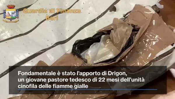 In aeroporto con tre chili di eroina: coppia napoletana fermata a Bari