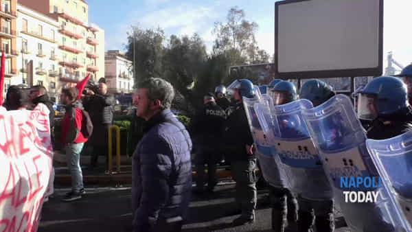 """C'è Matteo Salvini, Cavalleggeri blindata: """"A questa città pensino i napoletani"""""""