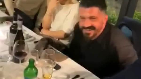 Lo scherzone del cameriere a Gattuso: la reazione del tecnico (VIDEO)