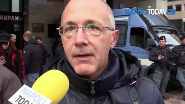 """Almaviva, i lavoratori assediano la Regione: """"La battaglia inizia oggi"""""""
