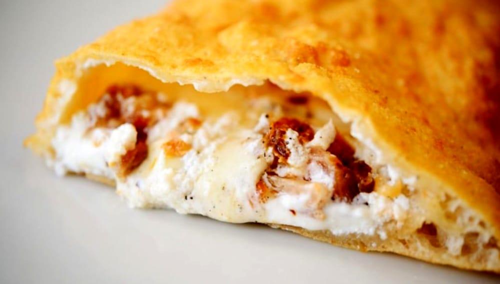 Ricetta Impasto Pizza Fritta Napoletana.La Ricetta Della Pizza Fritta Con Cicoli E Ricotta