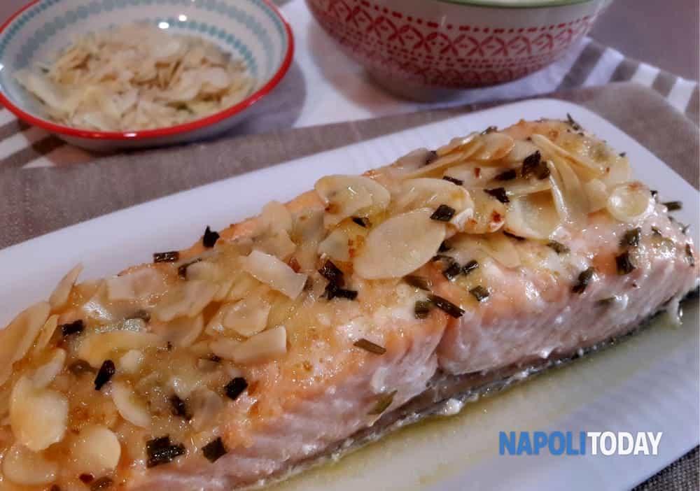 Ricetta Salmone Neonato.Tranci Di Filetto Di Salmone Al Forno In Crosta Di Mandorle