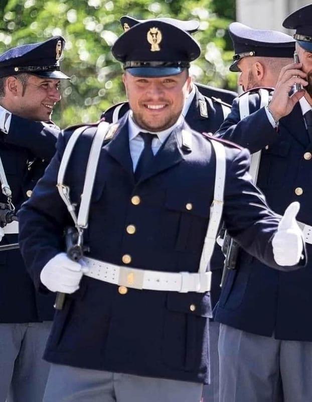"""Morte del poliziotto Apicella, la famiglia: """"Ci manca come l'aria"""""""