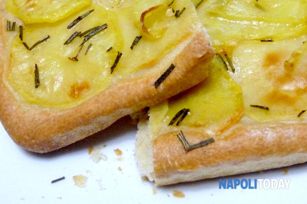 Ricetta Della Pizza Di Patate.Ricetta Pizza Bianca Con Patate E Provola