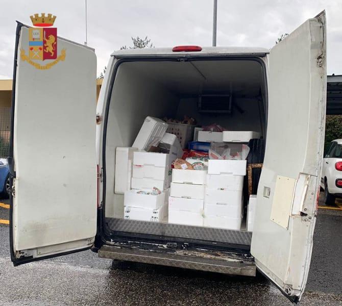 AREZZO - In A1 con mozzarelle e pane conservati male sequestrati dalla Polstrada. Arrestato pure un giovane con i documenti falsi. FOTO 2-2