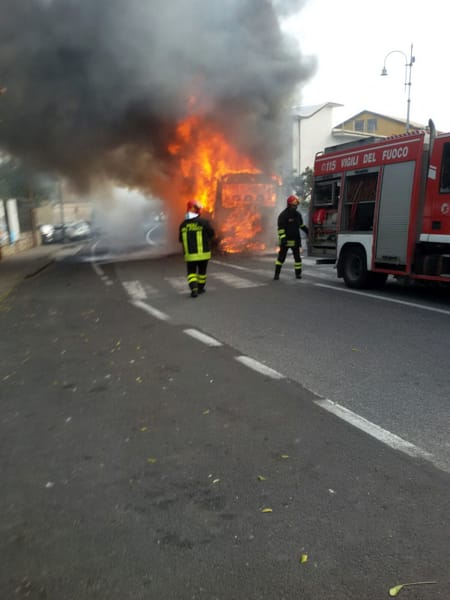 20180601 BUS incendiato 5-2